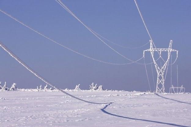 Enion wystawił wyższe rachunki odbiorcom, którzy z winy zakładu w zimie byli bez prądu /AFP