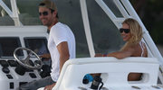 Enrique Iglesias całuje fankę na koncercie! Annie Kurnikowej taki widok chyba się nie spodoba