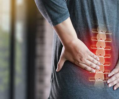Entezofity - skąd się biorą narośla kostne? Przyczyny, leczenie