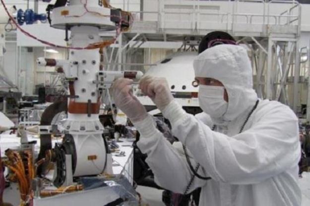 Environmental Monitoring Station - ogół urządzeń do pomiarów meteorologicznych.  Fot. NASA /materiały prasowe