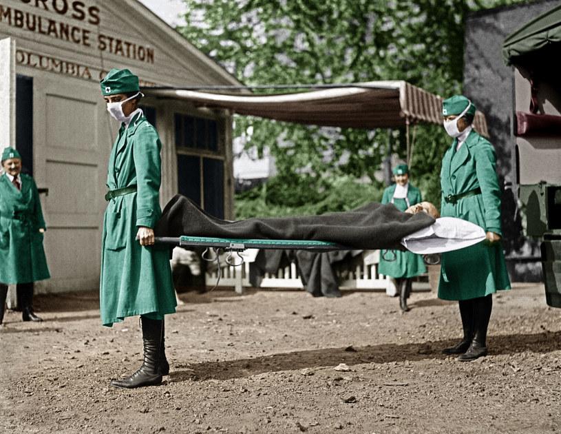 Epidemia grypy hiszpanki pochłonęła dziesiątki milionów istnień /akg-images/EAST NEWS /East News