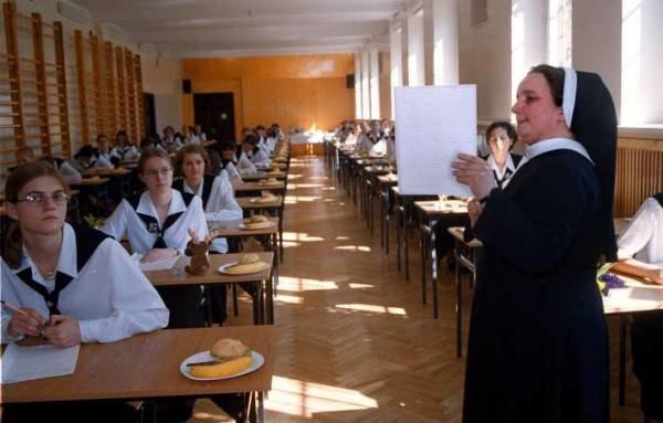 Episkopat proponuje, aby religię można było zdawać na maturze/fot. Darek Iwański /Agencja SE/East News