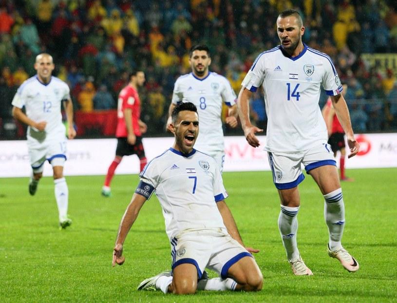 Eran Zahavi (L) i Ben Sahar po golu dla Izraela. /AFP