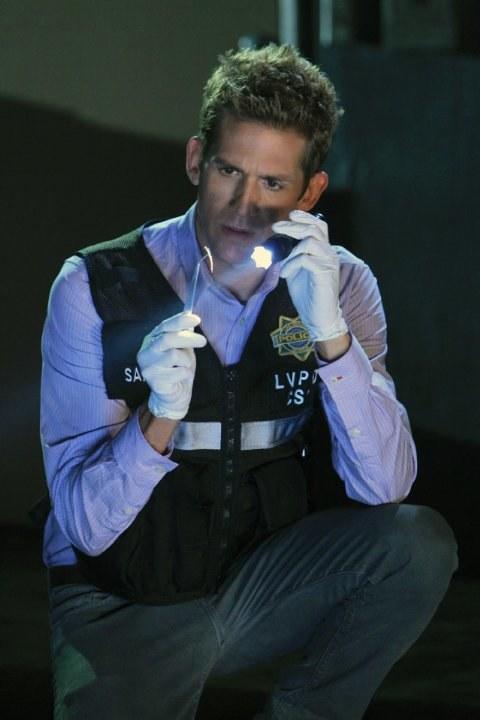 Eric jest w stałej obsadzie od 3. serii. Gra Grega, błyskotliwego technika laboratoryjnego, marzącego o pracy w terenie. /materiały prasowe