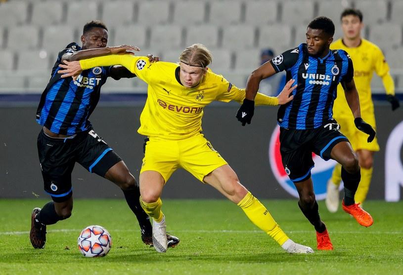 Erling Haaland (w środku) zdobył dwie bramki w meczu z Club Brugge i przypieczętował zwycięstwo Borussii /AFP