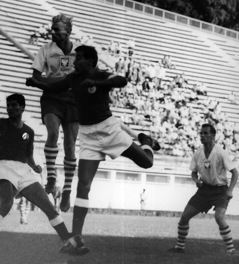 Ernest Pohl (w wyskoku, drugi od lewej) podczas meczu reprezentacji Polski z Tunezją /Eugeniusz Warmiński /Newspix
