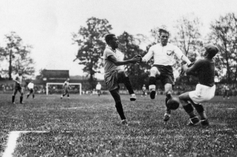 Ernest Wilimowski (w środku) podczas słynnego meczu z Brazylią /East News