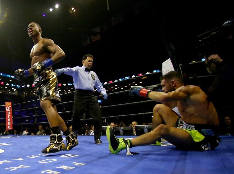 Errol Spence Jr (z lewej) tu w walce z Chrisem Algierim /AFP