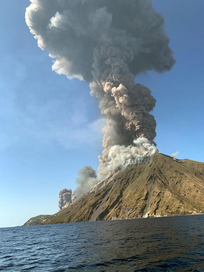 Erupcja wulkanu na wyspie Stromboli /MARIO CALABRESI / TWITTER /PAP/EPA