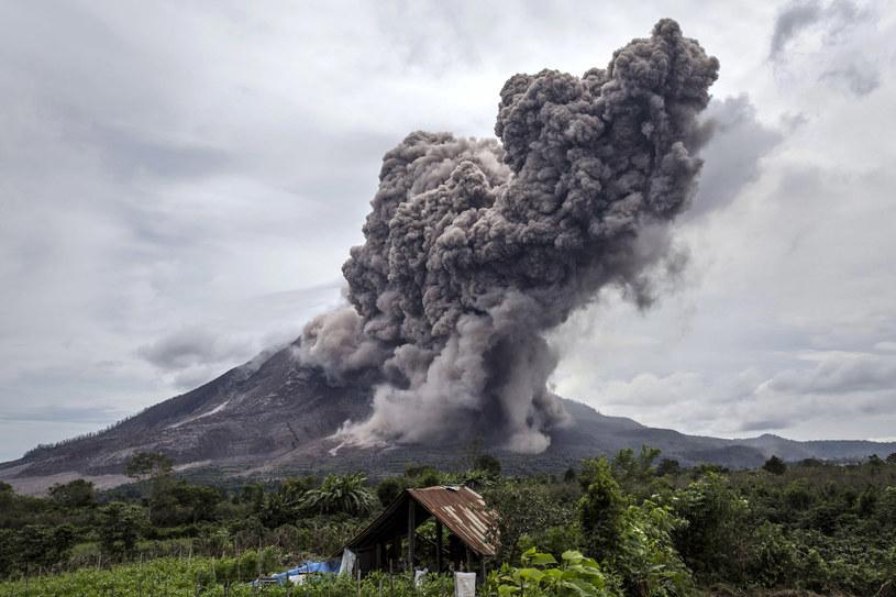 Erupcja wulkanu Sinabung w 2015 r. Góra znów zagrzmiała pięć lat później... / Ulet Ifansasti / Stringer /Getty Images