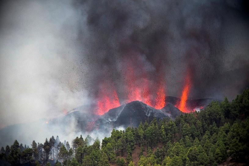 Erupcja wulkanu w miejscowości La Palma /EPA/Miguel Calero /PAP
