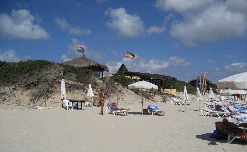 Es Cavallet to najpopularniejsza plaża dla nudystów na Ibizie /Wikimedia Commons /domena publiczna
