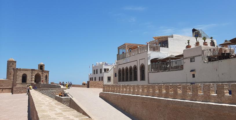 Essaouria to idealne miejsce dla miłośników piaszczystych plaż, surfingu i owoców morza /Styl.pl