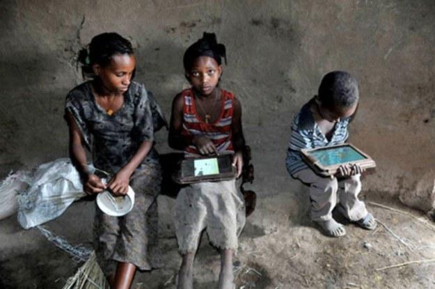 Etiopskie dzieci świetnie obsługują tablety /materiały prasowe