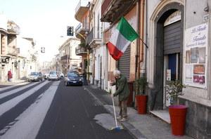 Etna się przebudziła. Zasypuje włoskie miasteczka popiołem wulkanicznym