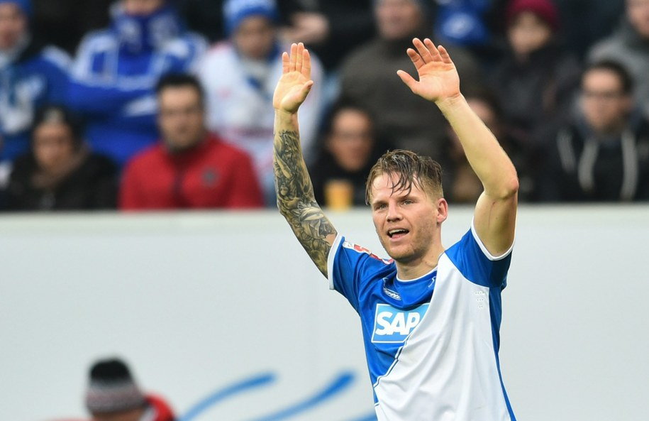 Eugen Polanski po zdobyciu gola w meczu z Hamburgerem SV /JOERG CARSTENSEN   /PAP/EPA