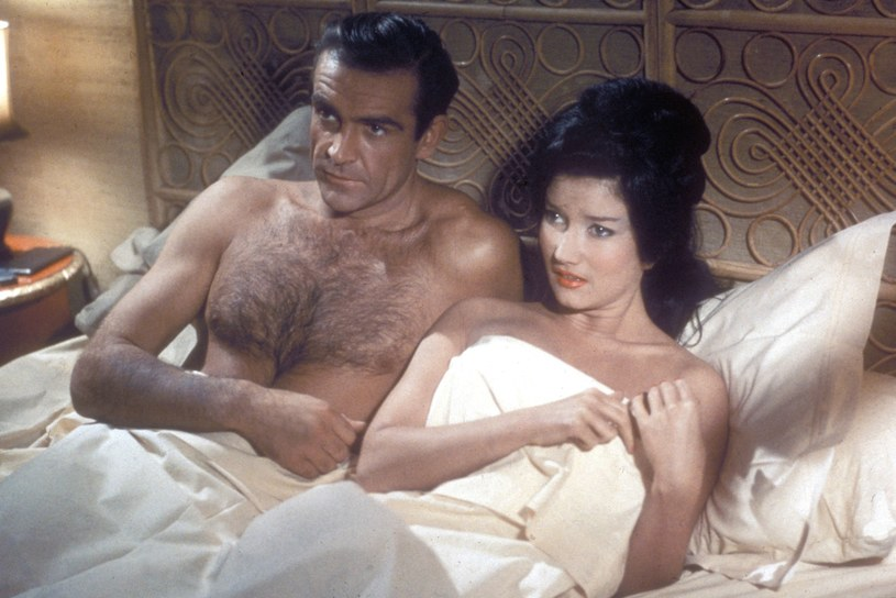 """Eunice Gayson i Sean Connery w filmie """"Dr No"""" /Collection Christophel / RnB /East News"""