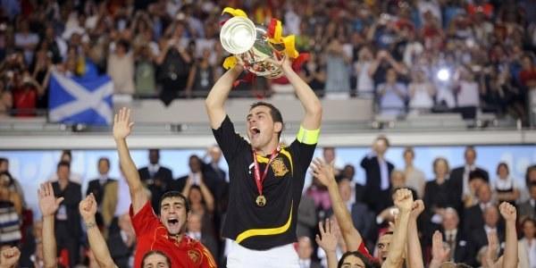 Euro 2008 wygrali Hiszpanie. Kto wygra ME w Polsce i Ukrainie? /AFP