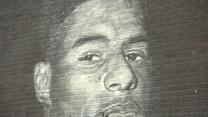 Euro 2020. Fani pokryli sercami zdewastowany mural Marcusa Rashforda w Manchesterze. Wideo