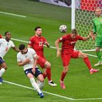 Euro 2020. Na murawę wbiegł kibic. Zatrzymano mecz