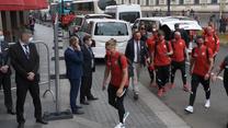 Euro 2020. Relacja z przyjazdu kadrowiczów do hotelu w Sankt Petersburgu. Wideo