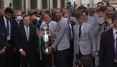 Euro 2020. Włosi świętują mistrzostwo Europy w Rzymie. Tłumy witały piłkarzy. Wideo