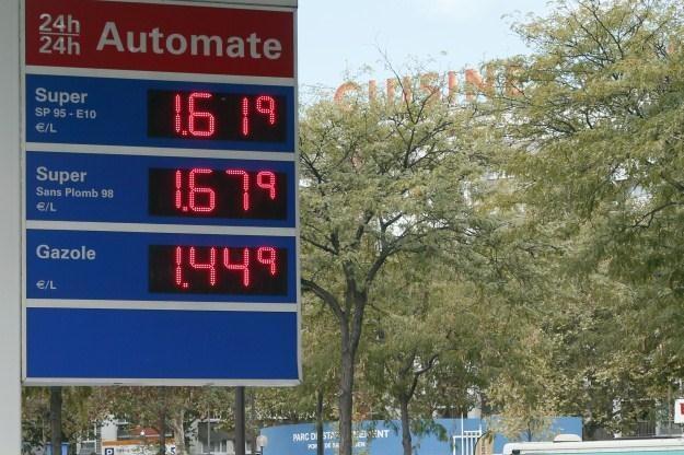 Europa Zachodnia zmaga się z wysokimi cenami paliw /AFP