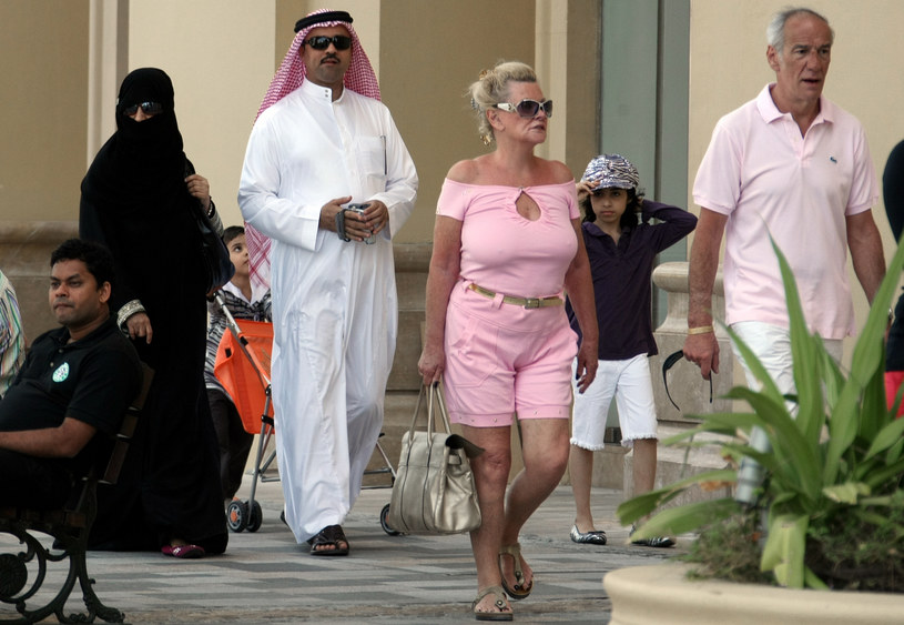 Europejki nie muszą nosić abaji /AFP
