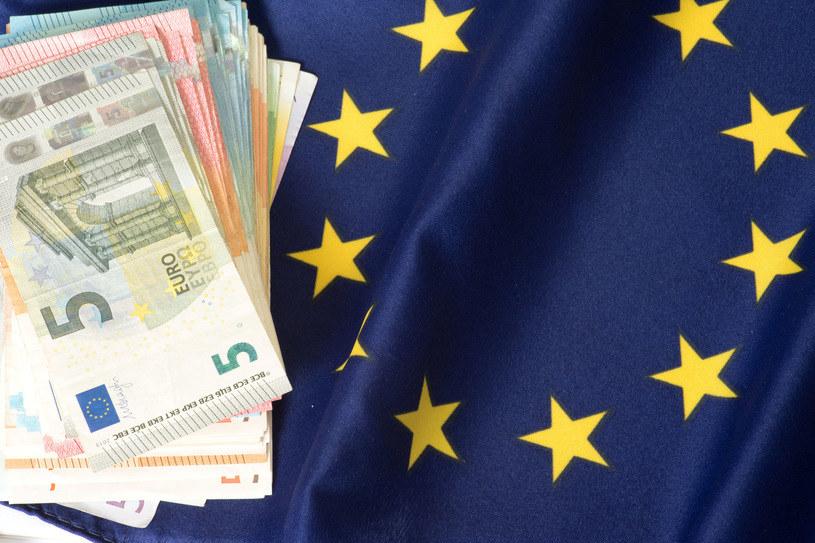 Europejscy przedsiębiorcy, których egzystencja jest zagrożone przez pandemię dostaną pomoc w wysokości 1,7 biliona euro. /123RF/PICSEL
