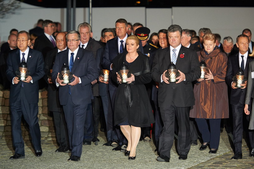 Europejscy przywódcy zapalili znicze przed Pomnikiem Poległych Stoczniowców /Adam Warżawa /PAP