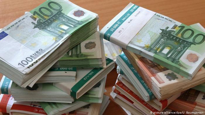 Europejski Bank Centralny dementuje opinie o większym ryzyku zarażania wirusem przez banknoty /Deutsche Welle