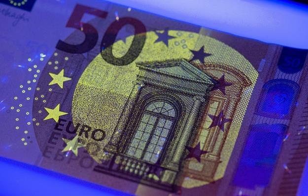 Europejski Bank Centralny zaprezentował nowy wzór banknotu o nominale 50 euro /fot. Boris Roessler /PAP/EPA
