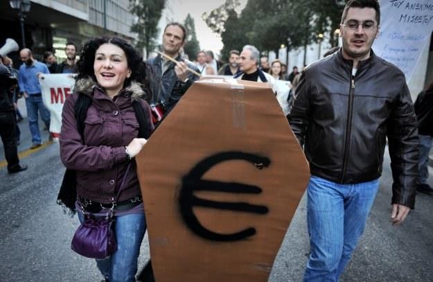 Europejskie starania o utrzymanie unii walutowej nie powstrzymują pogłosek o jej rychłym upadku /AFP