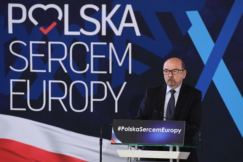 Europoseł Ryszard Legutko podczas konferencji prasowej w Krakowie /Jacek Bednarczyk   /PAP