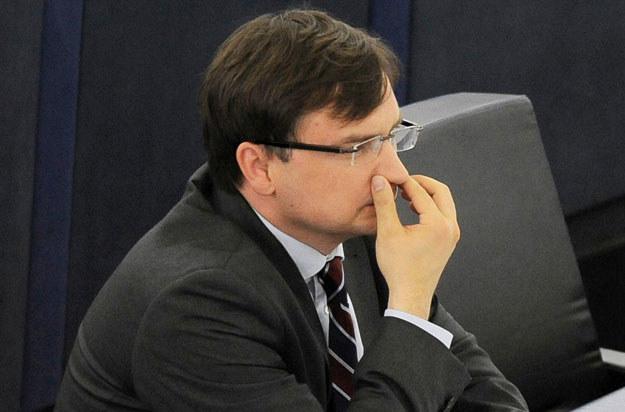 Europoseł Zbigniew Ziobro podczas prac Parlamentu Europejskiego /Stanisław Kowalczuk /East News