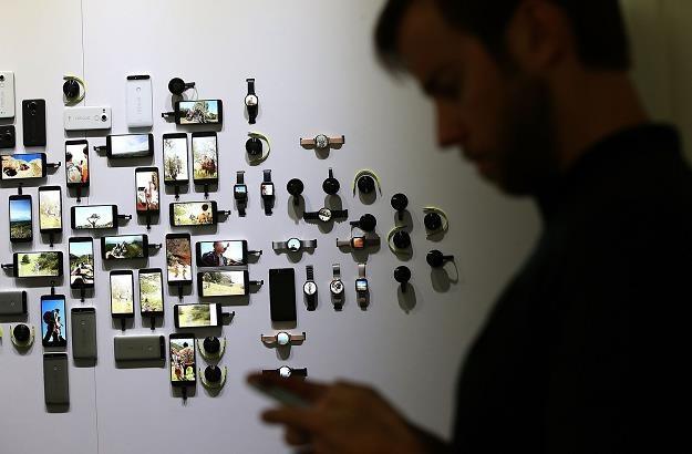 Europosłowie za limitami hurtowych stawek opłat za roaming /AFP