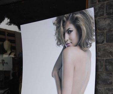 Eva Mendes na plakacie kampanii PETA przeciwko noszeniu futer ze zwierząt