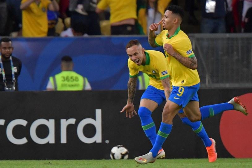 Everton i Gabriel Jesus (z prawej) rozmontowali Peru w finale Copa America /AFP