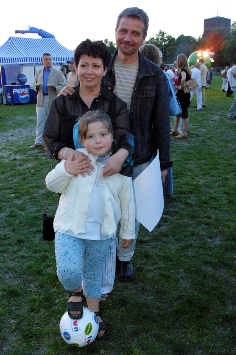 Ewa Bem z córką Gabrielą i mężem Ryszardem w 2002 roku, fot. Studio 69 /Agencja FORUM