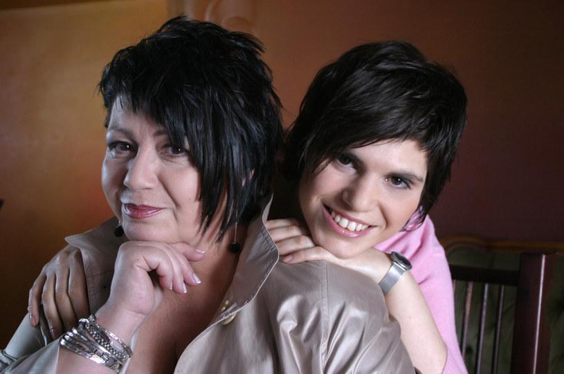 Ewa Bem z córką Pamelą, 2004 r. /Alina Gajdamowicz/Studio69 /Agencja FORUM