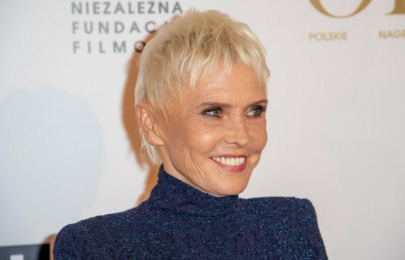 Ewa Błaszczyk podczas gali wreczenia Polskich Nagrod Filmowych Orły 2020 wyglądała bardzo elegancko /Artur Zawadzki /Reporter
