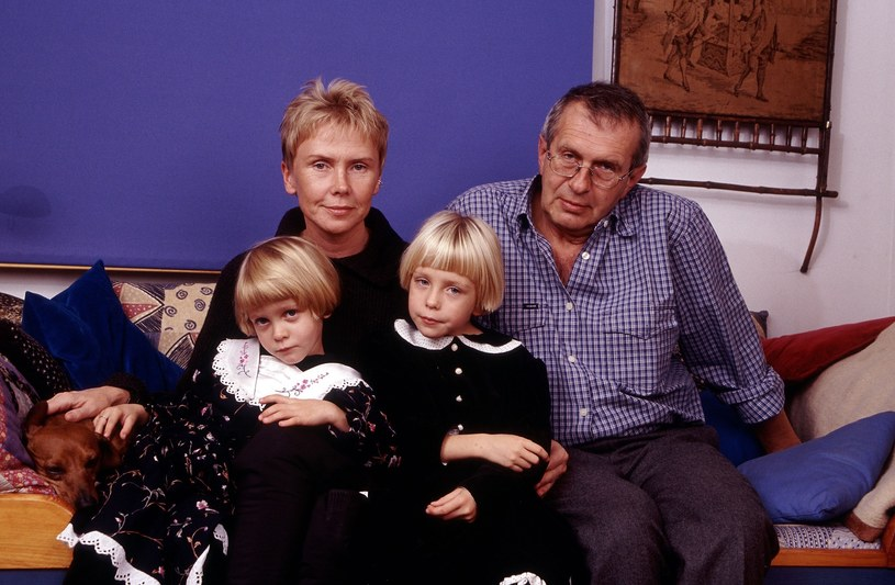 Ewa Błaszczyk z mężem Jackiem Janczarskim i córkami, zdjęcie archiwalne /Michał Hetmanek /Reporter