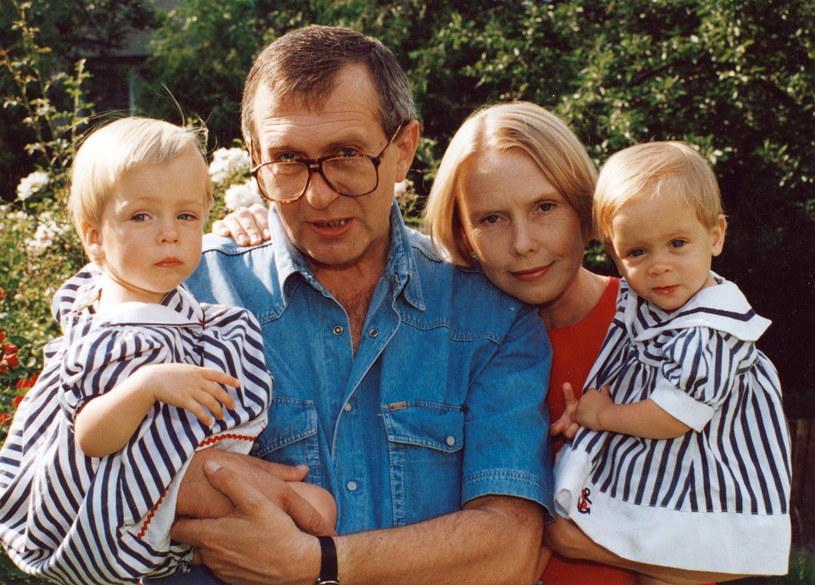 Ewa Błaszczyk z mężem Jackiem Janczarskim i dziewczynkami, zdjęcie archiwalne /Jerzy Plonski /Agencja FORUM