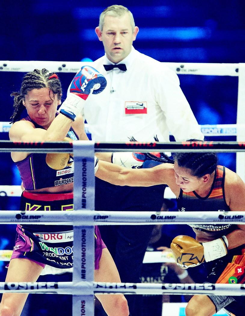 Ewa Brodnicka (z lewej) kontrowersyjnie wygrała z Viviane Obenauf /Fot. Adam Warżawa /PAP