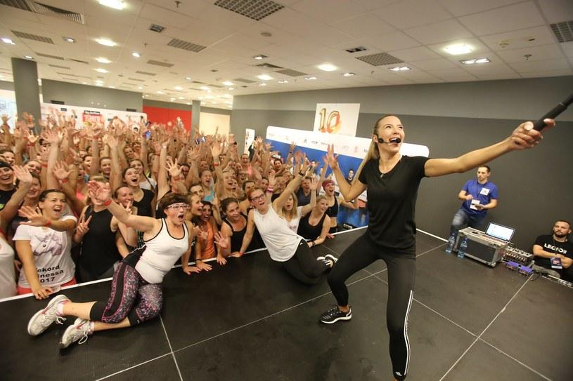 Ewa Chodakowska podczas treningu z fankami /Lucyna Nenow /East News
