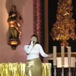 Ewa Farna w świątecznej kreacji zaśpiewała kolędy