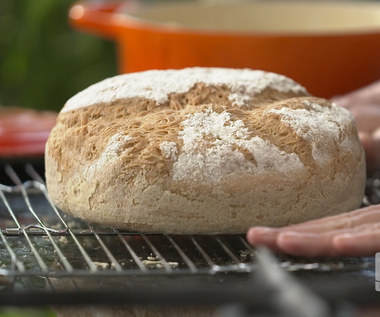 """""""Ewa gotuje"""": Chleb z garnka z masłem czosnkowo-rzeżuchowym"""