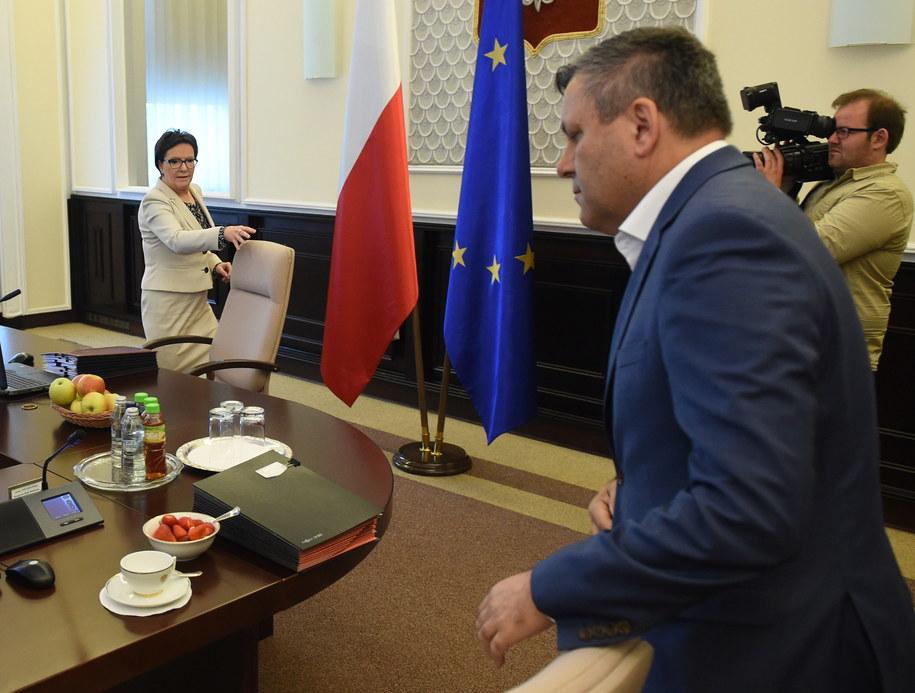 Ewa Kopacz i Janusz Piechociński podczas wtorkowego posiedzenia rządu /Radek Pietruszka /PAP
