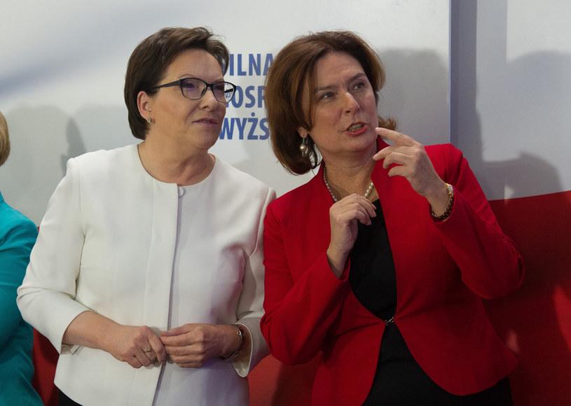 Ewa Kopacz i Małgorzata Kidawa-Błońska podczas ogłoszenia wstępnych wyników wyborów (25.10.2015) /Jacek Dominski/REPORTER /Reporter
