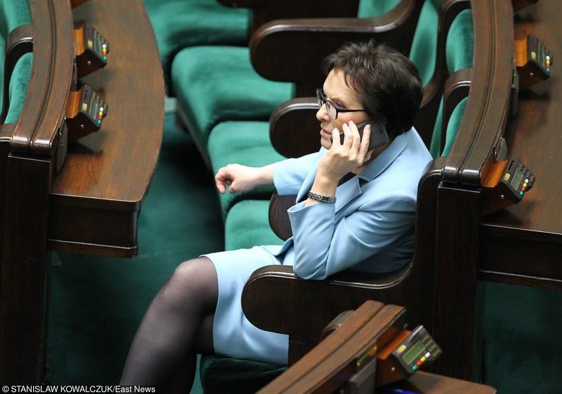 Ewa Kopacz już po oddaniu tytuły premier Beacie Szydło, jako szeregowy poseł w ławach sejmowych /STANISLAW KOWALCZUK /East News